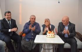 105 Yaşına Giren Elif Nineye Doğum Günü Sürprizi