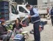 Zabıta ekipleri maske, dezenfektan ve kolonya dağıttı