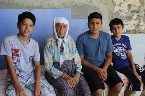 Karaisalı'nın En Yaşlı İnsanı Küçük Elif Nine'yi (103 Yaşında) Ziyaret Ettik