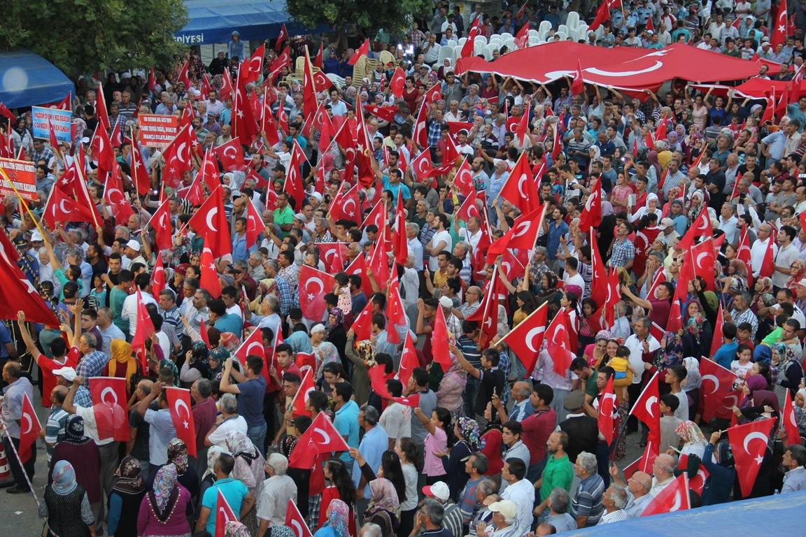 Karaisalı'da 'Demokrasi Yürüyüşü' Yapıldı