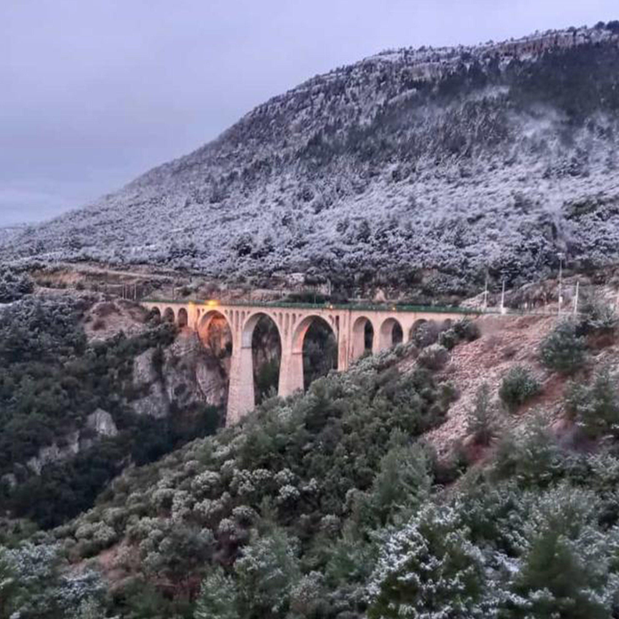 Varda Koprusu'ne kar yagdi