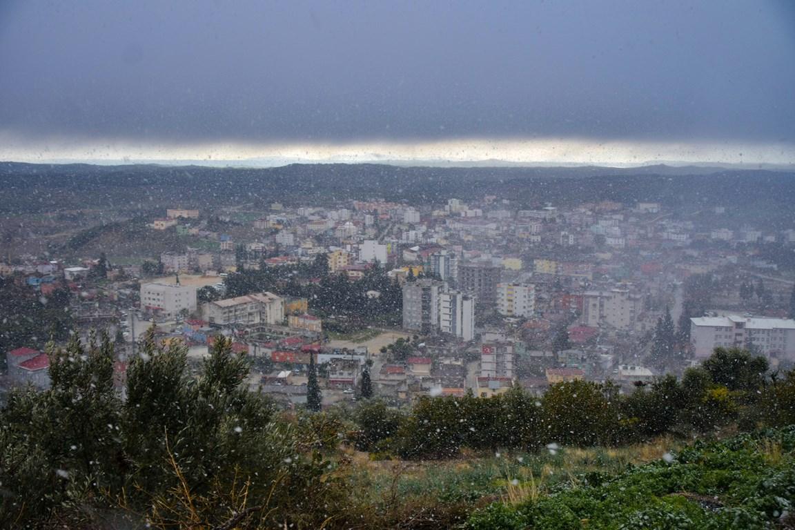 Karaisali'ya Kar Yagdi (1)